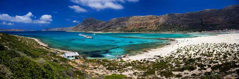 Spiaggia di Creta con la capanna e la barca