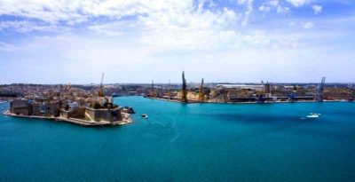 Blick vom Meer auf Malta