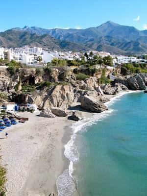 Spiaggia e montagne di Marbella