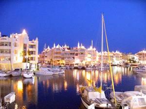 Marbella Harbour al crepuscolo