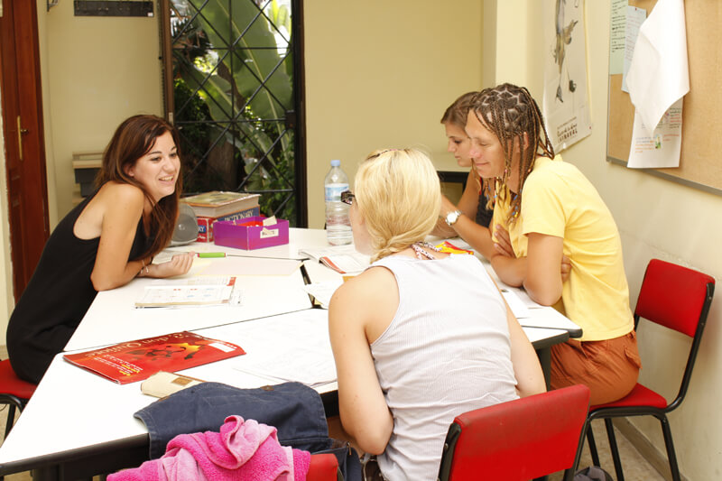 Study together with the new people you meet on Tenerife for your Spanish language course