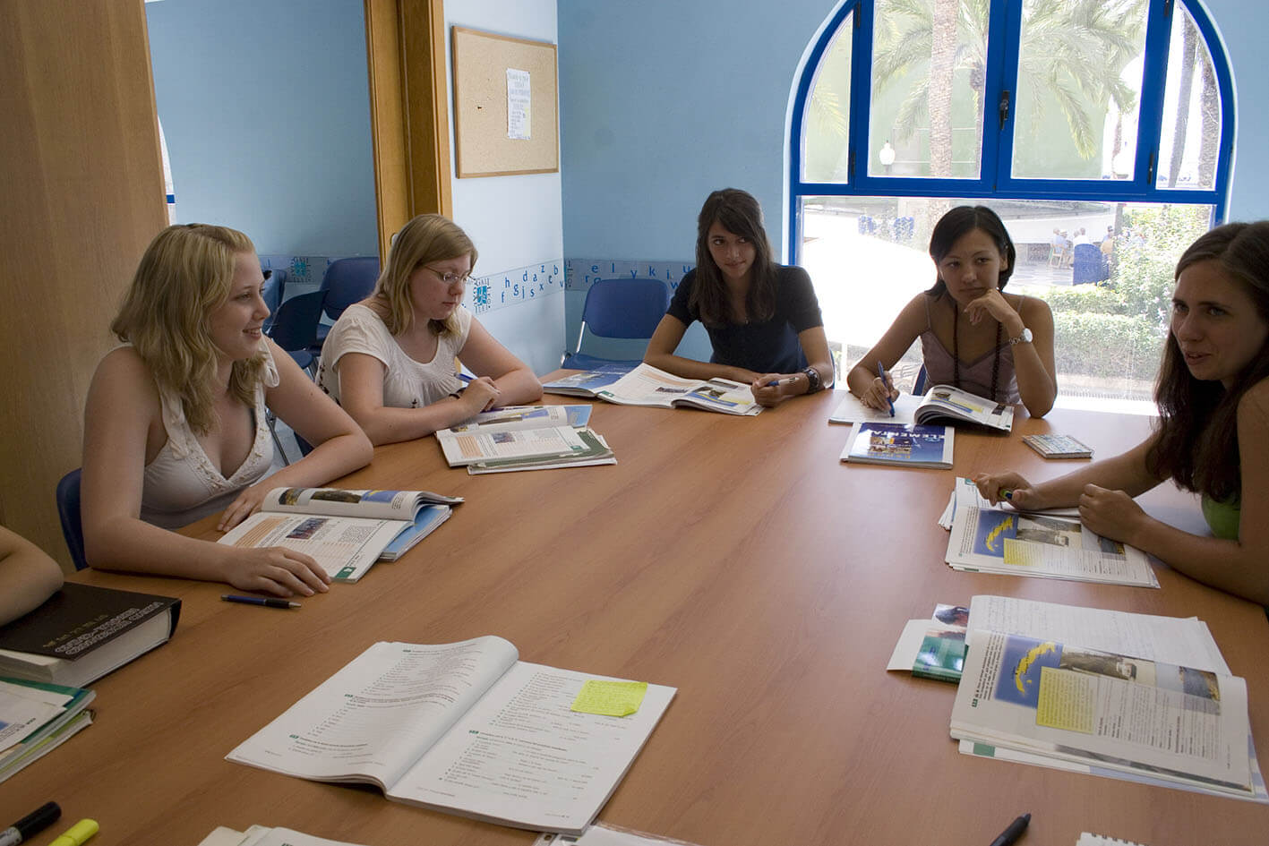s-w-e-p offers Spanish courses in Spain, our partner school in Alicante is located in the center of the city